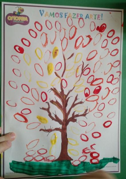 Árvore pintada com rolinho